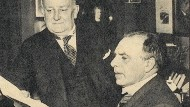 Der Komponist und Pianist Sergei Bortkiewicz (stehend) mit dem niederländischen Pianisten Hugo van Dalen im Jahr 1938