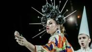 Barock steht hier für eine Sprache einsamer Exaltation: Rita Kron in der Inszenierung am Gogol Center.