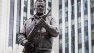 Das neue Moskauer Denkmal für Michail Kalaschnikow will den Gegnern Russlands Angst machen.