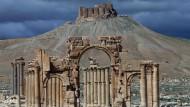 Dunkle Wolken über Palmyra: Noch stehen die Überreste der antiken Bauwerke.