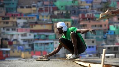 Ein Stadtteil erlebt ein kleines Wirtschaftswunder: Bauarbeiter in Pétion-Ville