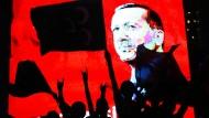 Wenn Erdogan ein anderes Land kritisiert, sind seine Landsleute mit von der Partie.