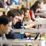 Nicht fürs Lebens, für die Wirtschaft lernen wir: Studenten in einem Lesesaal der Universität Frankfurt.