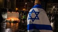 Die Folgen von Hass, Enthemmung und Verrohung: Bürger in Halle trauern um die Opfer des antisemitischen Anschlags vom 9. Oktober.