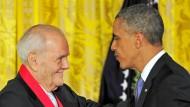 Im Juli wurde er mit der National Humanities Medal ausgezeichnet: Robert B. Silvers nach der Ehrung durch den amerikanischen Präsidenten