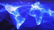 So sieht die Netzwelt von Facebook aus: Wie mit einem virtuellen Spinnennetz hat der amerikanische Internetgigant den digitalen Globus erobert