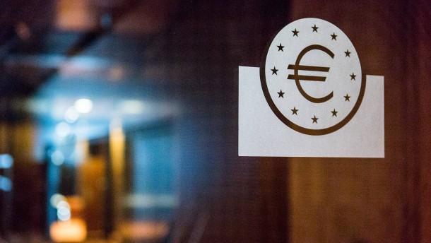 Mario Draghi - Der Präsident der Europäischen Zentralbank spricht in der EZB-Zentrale in Frankfurt während einer Pressekonferenz über die Euroschuldenkrise und den Kauf von Staatsanleihen.