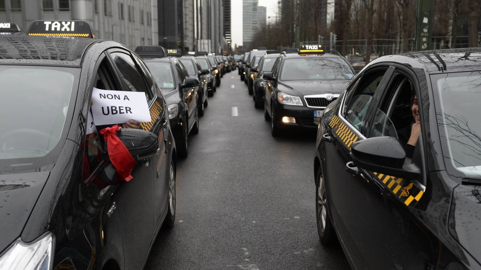 Opposition everywhere: Taxi drivers in Brussels take action against Uber in early March.