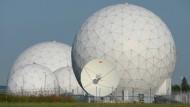 Alles zum Schutz der Bürger? Radarkuppeln auf dem Gelände der Abhörstation des BND bei Bad Aibling
