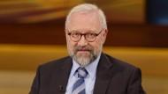 Herfried Münkler, Politikwissenschaftler an der Humboldt Universität zu Berlin, wird von anonymen Bloggern angegriffen.