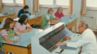 Dr. Seltsam oder Wie ich lernte, die Technik zu lieben: Dresdner Schulstunde mit einem Robotron-Computer, 1979