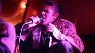 """Hat den Pop durch ein sympathisches Moment des Zweifeln bereichert: Ariel Pink, hier bei einem Konzert mit seiner Band """"Haunted Graffiti"""" in Köln"""