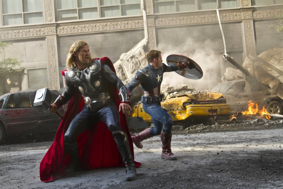 "Chris Hemsworth als Thor und Chris Evans als Captain America in ""The Avengers"""