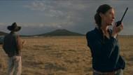 """Western mal anders:  In Carlos Reygadas """"Nuestro Tiempo"""" gibt Esther Menüvorschläge an die Dienerschaft weiter – per Walkie-Talkie."""