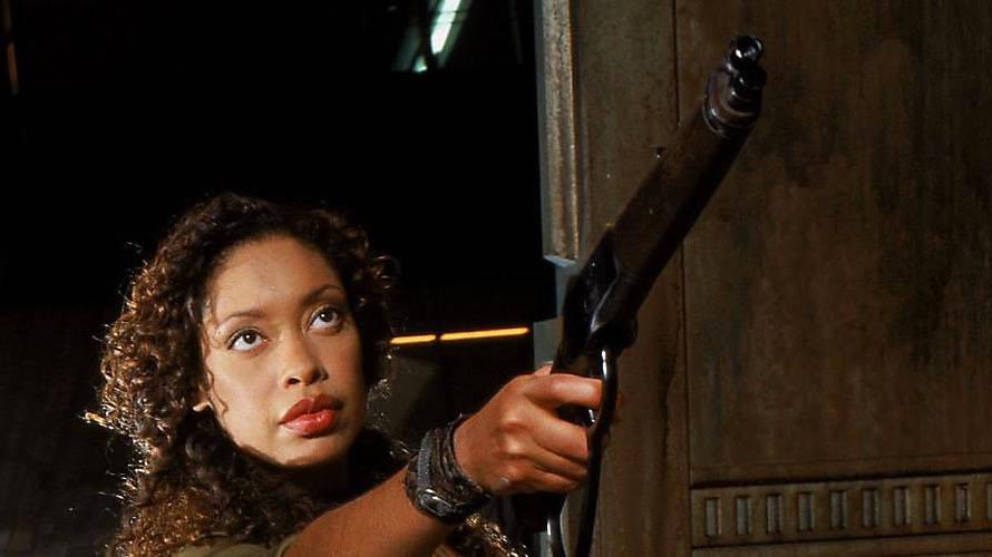 """Des Captains beste Soldatin: Gina Torres als Zoë Washburne in Joss Whedons Fernsehserie """"Firefly – Der Aufbruch der Serenity"""""""