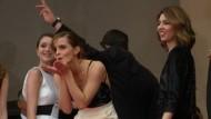 Ein Küsschen für die Fans: Emma Watson in Cannes