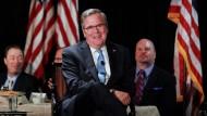 Treten Bush und Clinton als Präsidentschaftskandidaten gegeneinander an?