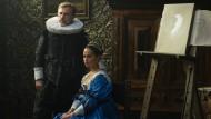 Das hätten Frans Hals und Van Dyck gern gesehen: Christoph Waltz und Alicia Vikander als ungleiches Ehepaar im Land der Tulpenspekulation.