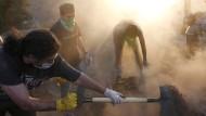 Aufräumarbeiten nach dem Großbrand in Valparaiso beginnen