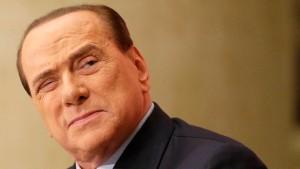Berlusconi darf ins Altenheim