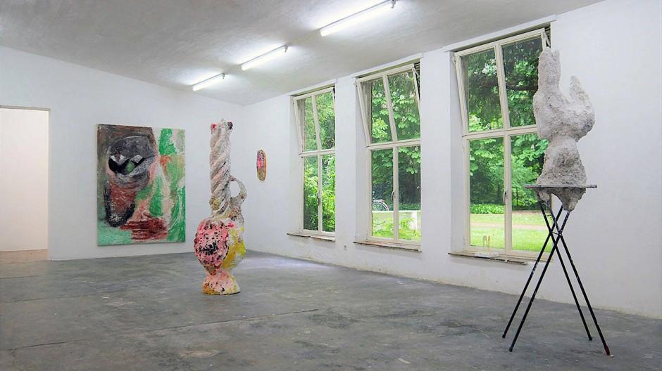 """Gibt man solche Räume ohne Not auf? Das """"Parkhaus"""" des Kunstvereins Malkasten Düsseldorf  während der Ausstellung """"Alex Nowak – Animal Dictionary"""" 2019."""