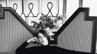 Auch in der sozialistischen DDR hatte die Mode ihren Stellenwert: Designerinnen und Designer wie Ulrike Vogt prägten den Abendmode ihrer Zeit.