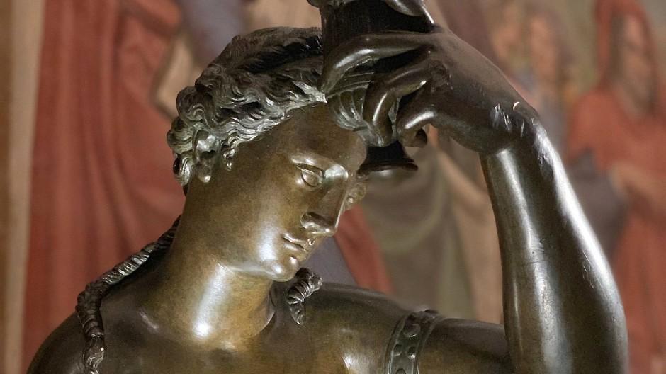 """Ist die """"Badende Venus"""" von Giambologna oder nicht? In jedem Fall ist sie mit dem versonnenen Blick und ihrer lebensnahen oliven Patina ein Hauptstück der Ausstellung """"Plasmato dal fuoco"""" in Florenz."""