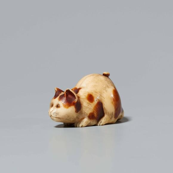 Katze, 19. Jh., Elfenbein, Länge 4 Zentimeter: Taxe 120/140 Euro.