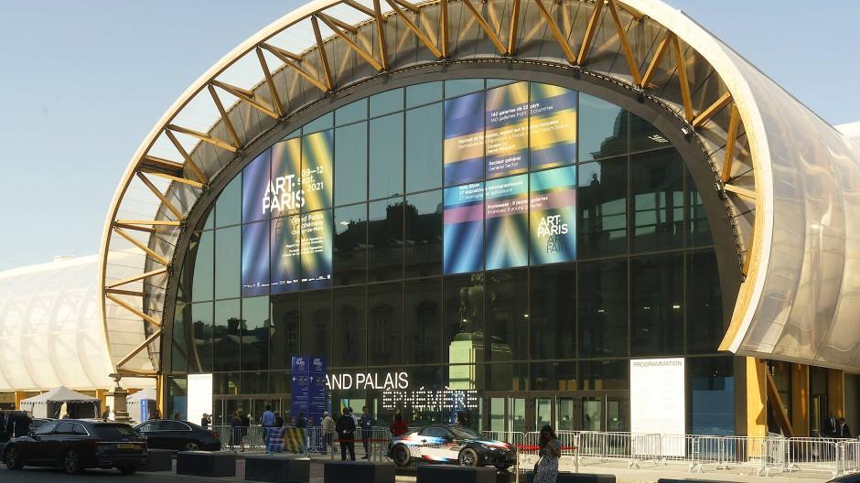"""Der """"Grand Palais Éphémère"""" des französischen Architekten Jean-Michel Wilmotte dient als Ausstellungshalle während der Grand Palais renoviert wird."""