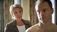 Das darf ja wohl nicht wahr sein: Marie Brand (Mariele Millowitsch) staunt nicht schlecht über ihren Kollegen Jürgen Simmel (Hinnerk Schönemann).