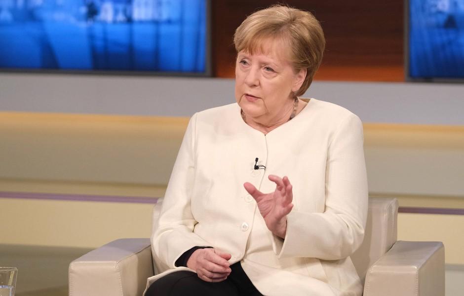 So ein Stückchen: Angela Merkel war es bei Anne Will auch darum zu tun, die vermeintlichen Fortschritte der Impfkampagne zu würdigen.