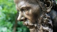 Die Zerrissenheit seiner Figuren haben zu seiner Zeit nicht alle geschätzt: Dostojewskij-Denkmal im Kurhausgarten Bad Homburg.