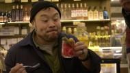 """Macht lustig: David Chang erfährt in Istanbul, was """"sauer eingelegt"""" bedeuten kann."""