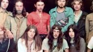 """""""Mit einem Bart wurde man schon schief angesehen, mit langen Haaren und Bart warst du kein Mensch mehr"""": Darauf lautete das Vorurteil, von dem sich die Hippies im Osten nicht beeindrucken ließen."""