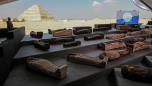 Archäologen entdecken mehr als hundert Sarkophage