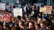 """Sie wollen das """"freie Internet"""" retten: Demonstranten bei der Kundgebung in Berlin."""