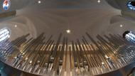 Zum Himmel Empor: Die neue Orgel in der evangelischen Martinskirche in Kassel. Zu kommenden Pfingstsonntag soll sie eingeweiht werden.