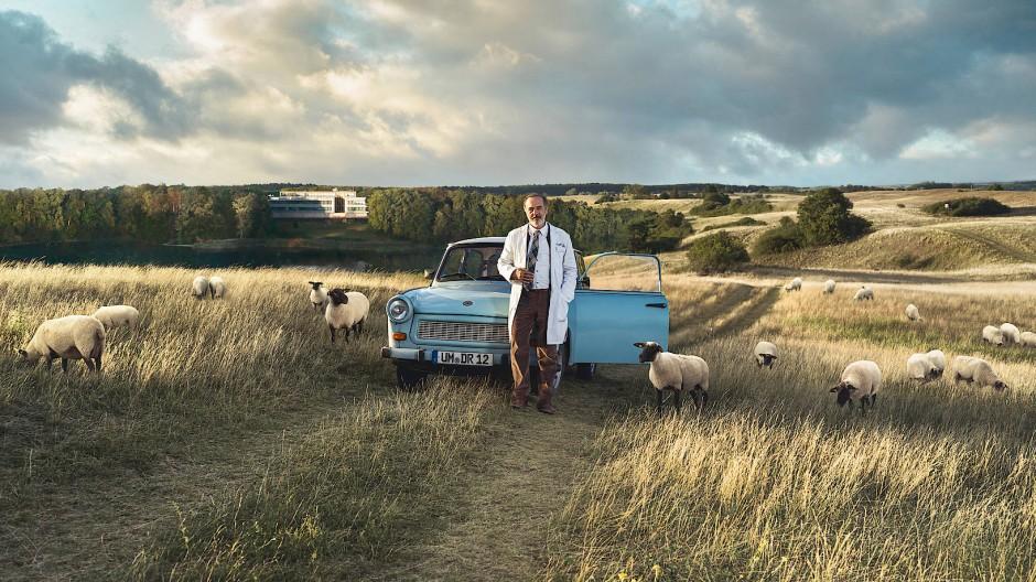 Allein unter Schafen: Doktor Amin Ballouz (Merab Ninidze) praktiziert in einer Gegend mit eher geringer Facharztdichte.