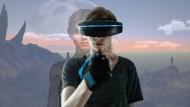In der Spielwelt: Jennifer Reitwein (Emma Bading) sieht nur noch mit VR-Brille.