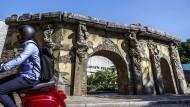 Mancher fährt einfach dran vorbei: Firelei Baez' Replik des haitianischen Schlosses Sanssouci.