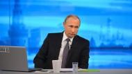 Für ihn läuft es blendend, je weniger kritische Medien übrig bleiben: Wladimir Putin.