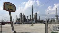 Amerikanische Landschaft, in der Lisa Sandlin ihre Detektivin ermitteln lässt: die Petrobas-Raffinerie in Pasadena, Texas.
