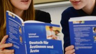 Die Nachfrage nach Deutsch-Kursen ist groß. Doch wie kann das Goethe-Institut sie stillen?