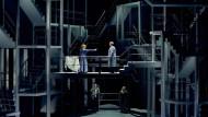 Nimm dies: Petra Lang als Isolde, Stephen Gould als Tristan (oben) in Bayreuth.