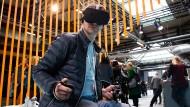Virtuelle Realität: Ein Besucher der re:publica probiert es aus.
