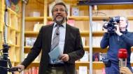 """Der türkische Journalist Can Dündar bei der Eröffnung des Online-Mediums """"Özgürüz"""" in deutscher und türkischer Sprache auf der Plattform Correctiv."""