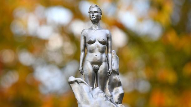 Die Feministin muss nackt sein