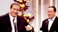 """Spaß war ihm wichtiger als Spielregeln: Hans-Joachim Kulenkampff mit Martin Jente in seiner Show """"Einer wird gewinnen"""""""