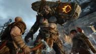 Man soll keinen Hinkelstein zu einem Axtkampf mitbringen: Gegner wie dieser schwerbewaffnete Troll sind für Kratos und Atreus ein Leichtes.