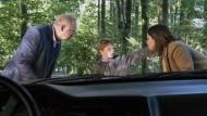 Der kleine Simon (Anton Peltier) wurde Zeuge eines Verbrechens. Was er erzählt, gibt den Kommissaren Borowski (Axel Milberg) und Mila Sahin (Almila Bagriacik) Rätsel auf.